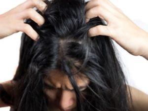 Prurito in testa: cause, sintomi, trattamento e prevenzione